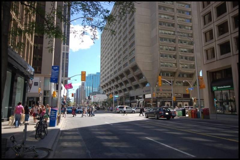 Угол Бея и Блура - вершина делового центра Торонто by Magon