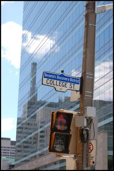 Отражения на Колледж стрит  (Торонто) by Magon