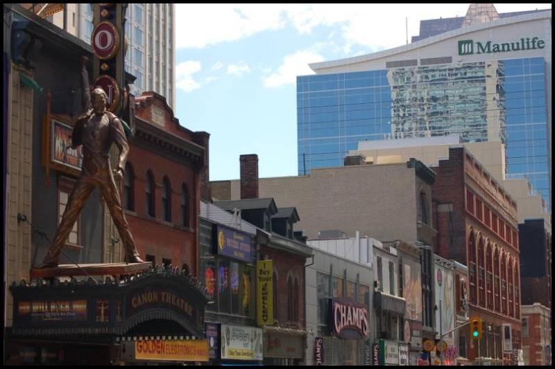 Бронзовая статуя Фредди Меркури в Торонто by Magon