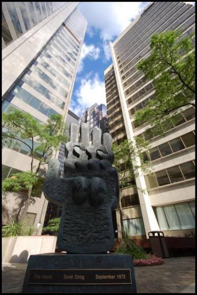Непонятная скульптура в Торонто by Magon